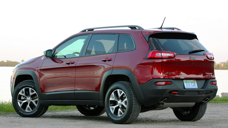 2014 jeep cherokee fall colors tour w video autoblog. Black Bedroom Furniture Sets. Home Design Ideas