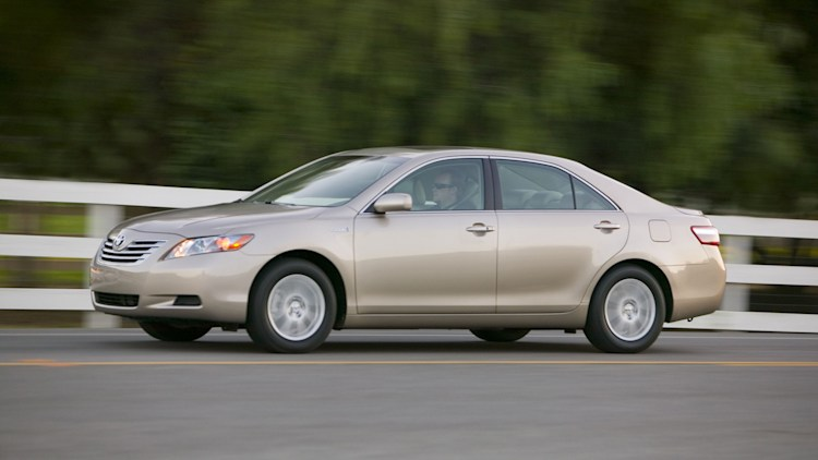 consumer reports calls on toyota to recall older camry hybrid models autoblog. Black Bedroom Furniture Sets. Home Design Ideas