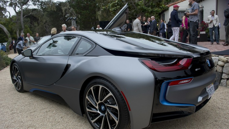 First Bmw I8 In Us Sells For 825 000 Autoblog
