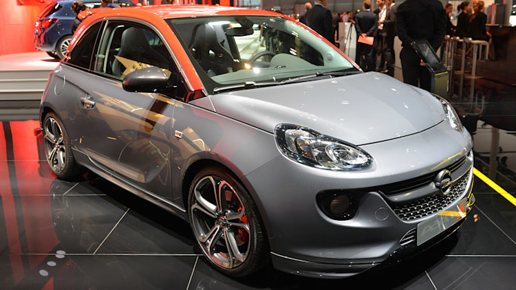 2015 opel adam s dons a red cap gets turbo boost autoblog. Black Bedroom Furniture Sets. Home Design Ideas