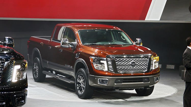 2016 nissan titan xd arrives with diesel v8 power autoblog. Black Bedroom Furniture Sets. Home Design Ideas