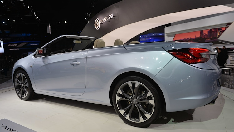 2016 buick cascada convertible isn 39 t afraid of detroit 39 s snow autoblog. Black Bedroom Furniture Sets. Home Design Ideas