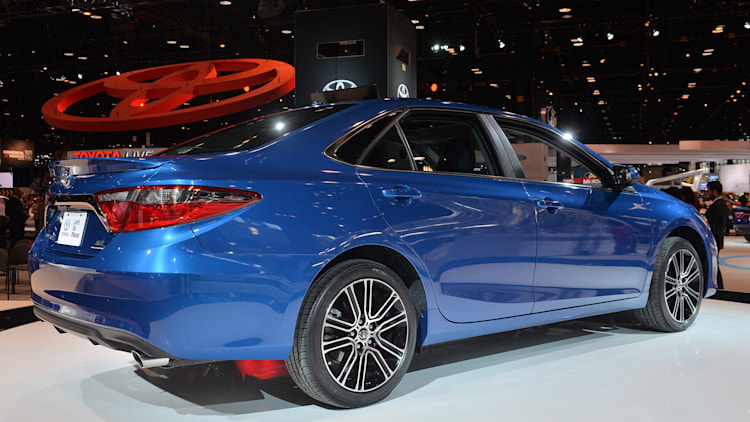 2016 toyota camry and corolla special editions hit the floor autoblog. Black Bedroom Furniture Sets. Home Design Ideas