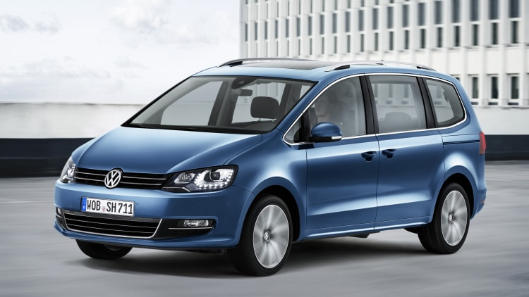 volkswagen reveals updated sharan minivan for europe autoblog. Black Bedroom Furniture Sets. Home Design Ideas