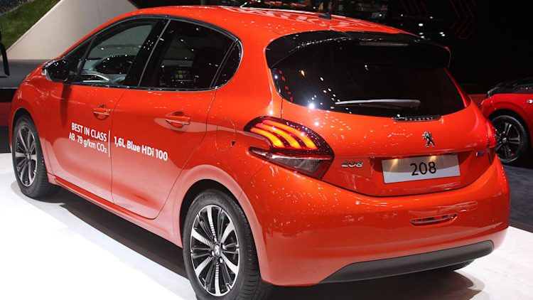 peugeot 208 freshened up for geneva autoblog. Black Bedroom Furniture Sets. Home Design Ideas