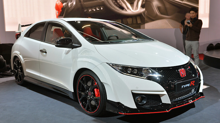 2016 honda civic type r shows sometimes the grass really. Black Bedroom Furniture Sets. Home Design Ideas