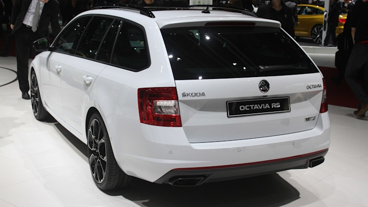 skoda octavia rs 230 packs a sleeper 39 s punch autoblog. Black Bedroom Furniture Sets. Home Design Ideas