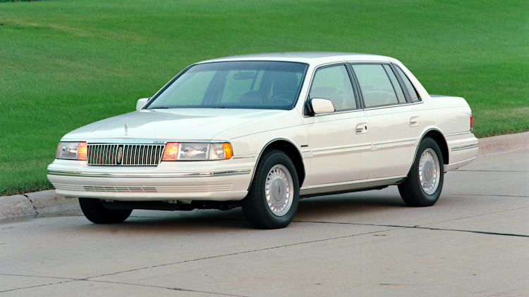 1992 Lincoln Continental white front three quarters lawn