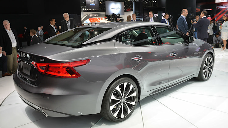 2016 Nissan Maxima offers 300 hp and 30 mpg for $32 410