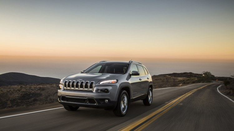 silver 2015 jeep cherokee on the road