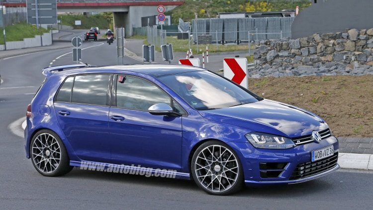 Volkswagen Golf R 400 spy shots