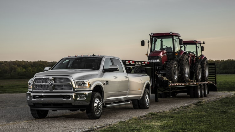 2016 ram 3500 heavy duty now offers 900 lb ft of torque autoblog. Black Bedroom Furniture Sets. Home Design Ideas