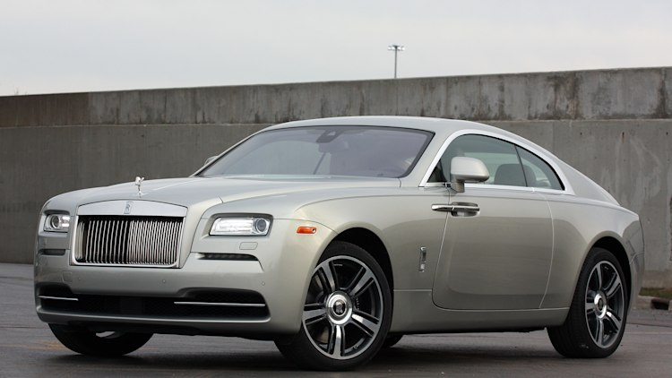 2015 Rolls-Royce Wraith front view silver