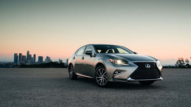 2016 lexus es350 front three quarters