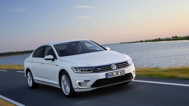 vw passat gte plug in hybrid starts at 44 250 in germany autoblog. Black Bedroom Furniture Sets. Home Design Ideas