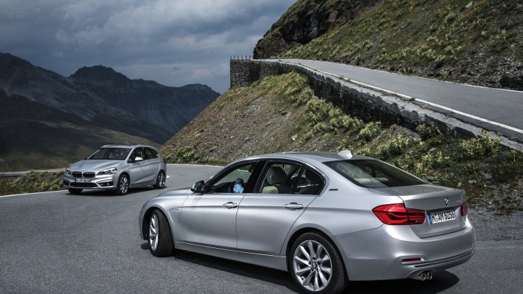 bmw 225xe and 330e together