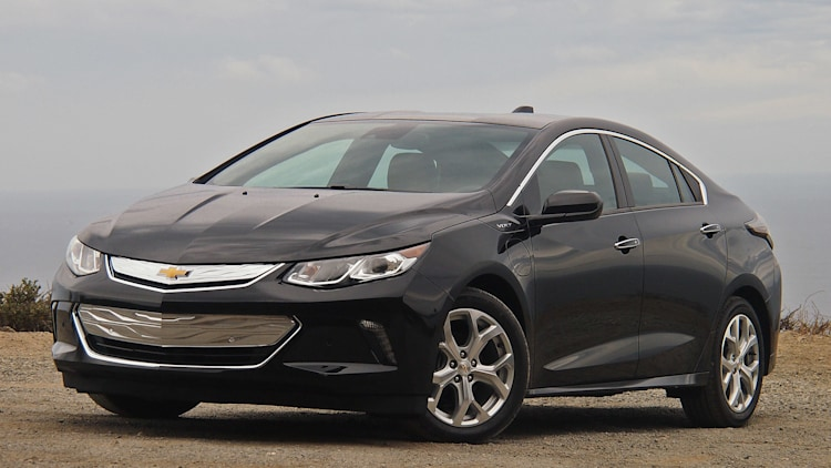 2016 Chevrolet Volt front 3/4 view