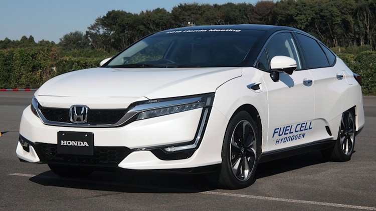Honda FCEV hydrogen fuel cell electric vehicle front 3/4