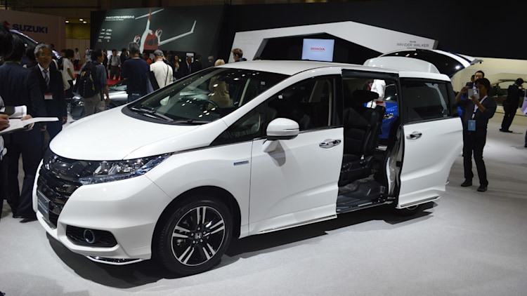 On sale in Japan, Honda won't bring $31k Odyssey Hybrid to US ...