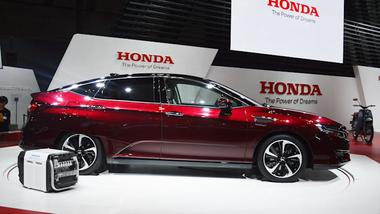 Honda Clarity proves hydrogen future always costs $500/month ...