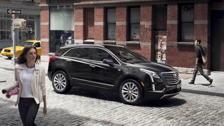 cadillac xt5 2017 new york tribeca woman