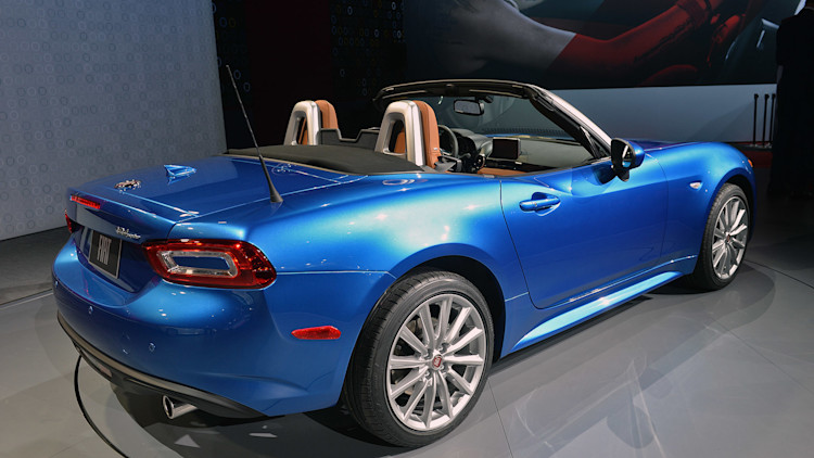 2017 fiat 124 spider la 2015 photo gallery autoblog. Black Bedroom Furniture Sets. Home Design Ideas