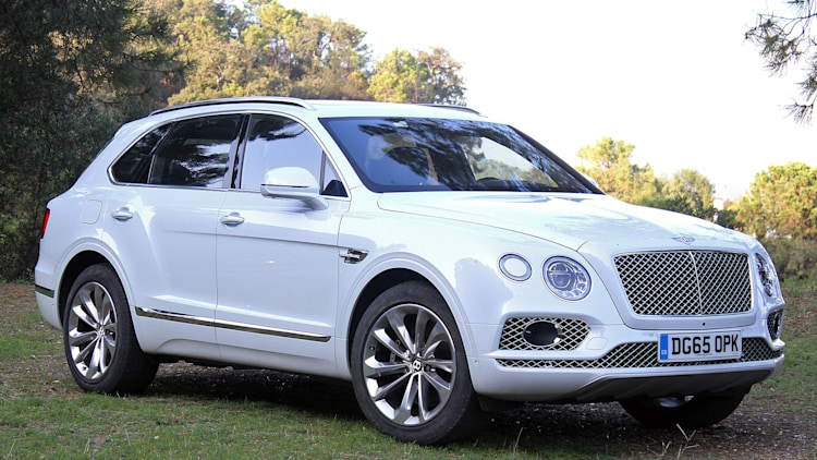 2016 Bentley Bentayga front 3/4 view