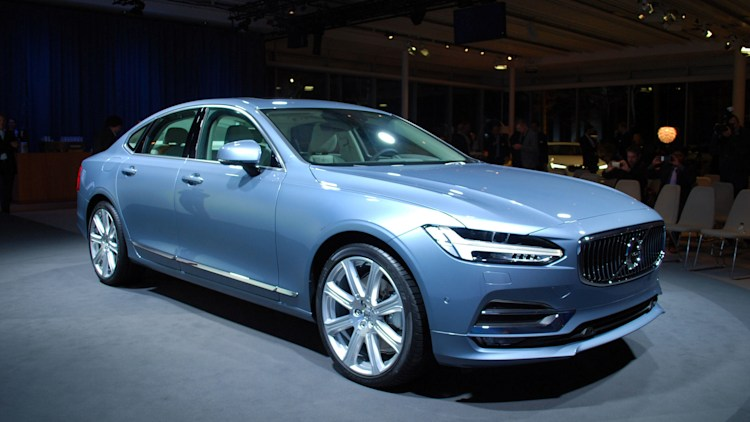 2017 Volvo S90 Live Reveal front 3/4