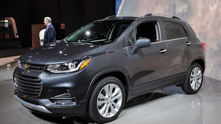 2017 chevrolet trax brings its fresher face to chicago autoblog. Black Bedroom Furniture Sets. Home Design Ideas