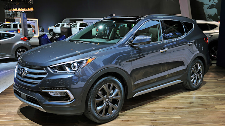 2017 Hyundai Santa Fe and Sport reveal facelifts in Chicago - Autoblog