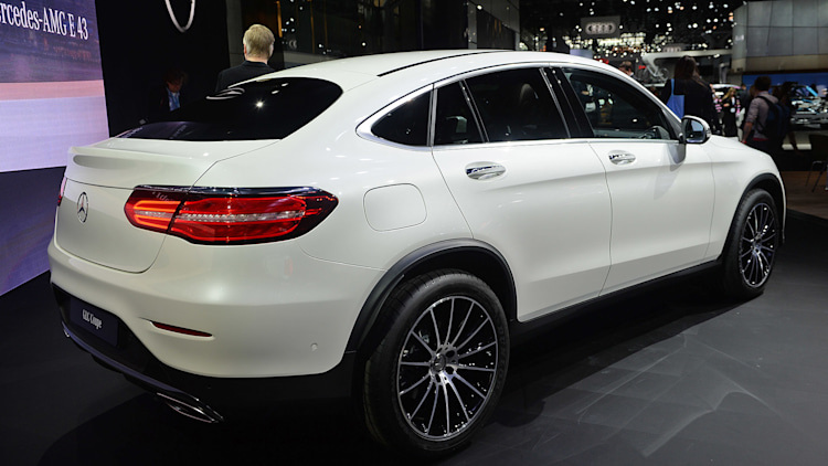 2017 mercedes benz glc class coupe is a stylish take on a familiar package autoblog. Black Bedroom Furniture Sets. Home Design Ideas