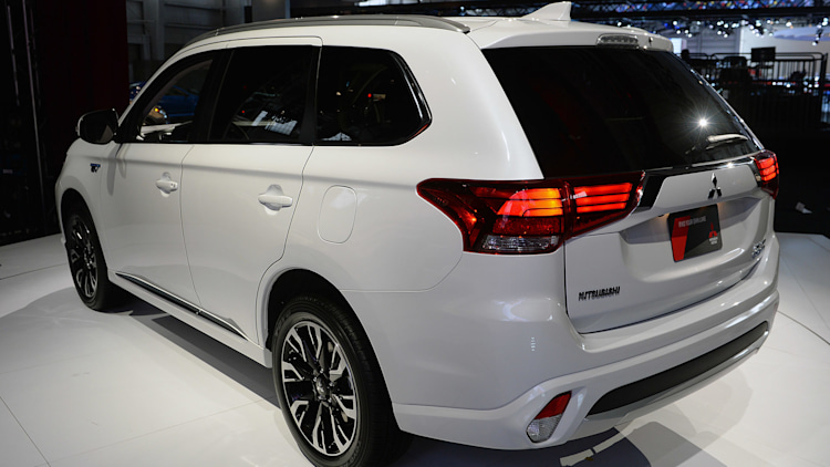 Mitsubishi Outlander PHEV now for real due in 'late summer, early fall' - Autoblog