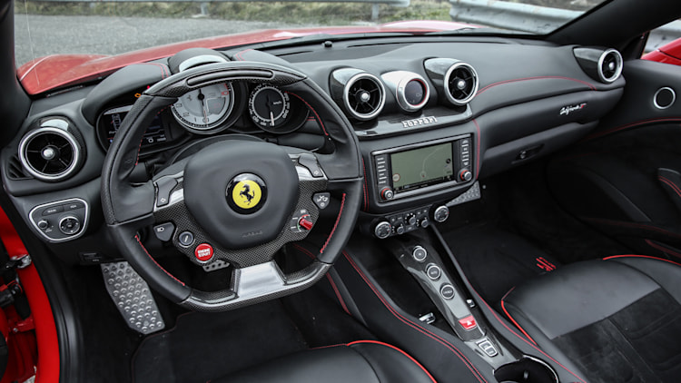 2017 ferrari california t handling speciale first drive for Ferrari california t interieur
