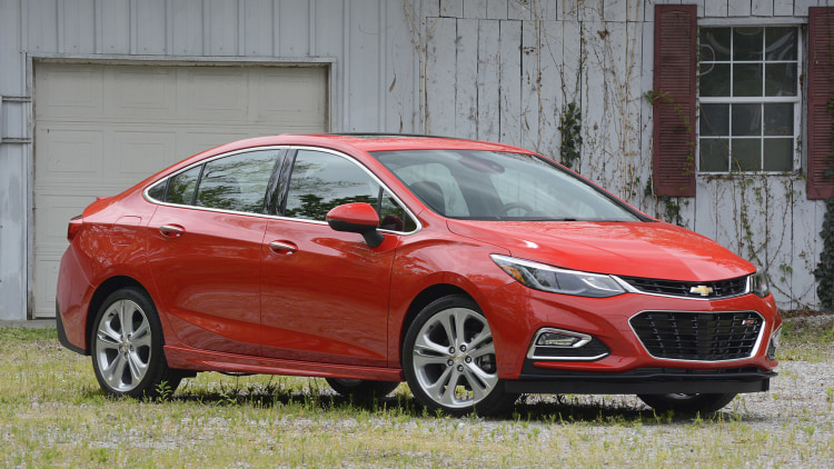 2016 Chevrolet Cruze front 3/4 view