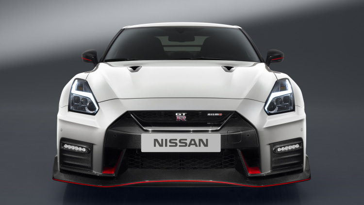 the 2017 nissan gt r nismo is here autoblog. Black Bedroom Furniture Sets. Home Design Ideas