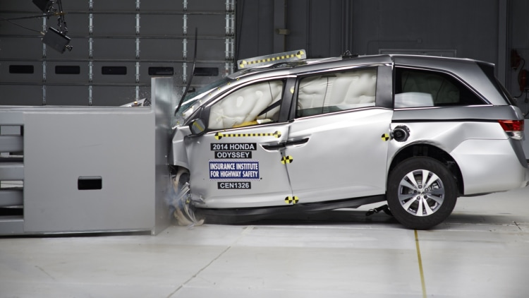 2014 honda odyssey first minivan to earn top safety pick for Honda crown motors holland mi