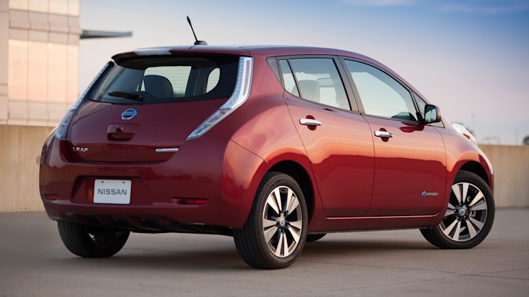 nissan leaf group buy in montreal grows to 2 800 people. Black Bedroom Furniture Sets. Home Design Ideas