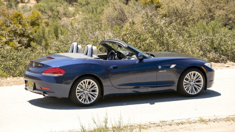 First Drive 2009 Bmw Z4 Roadster Grows Up At The Expense Of Its Groove Autoblog
