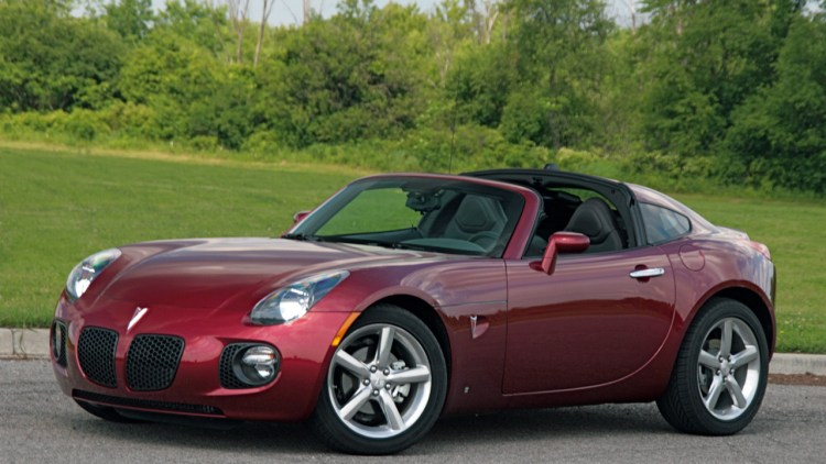 Review Pontiac Solstice Gxp Coupe Goes Quick Just Don T Look Back Autoblog