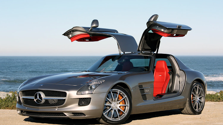 Video Mercedes Benz Sls Amg Crash Test Video Shows Off