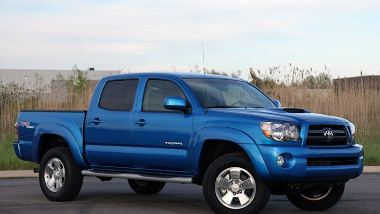 review 2010 toyota tacoma 4x2 prerunner is a troubled fish in a shrinking pond autoblog. Black Bedroom Furniture Sets. Home Design Ideas