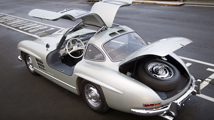 Rare 1955 mercedes benz 300sl alloy sells for record for Mercedes benz gullwing 1955