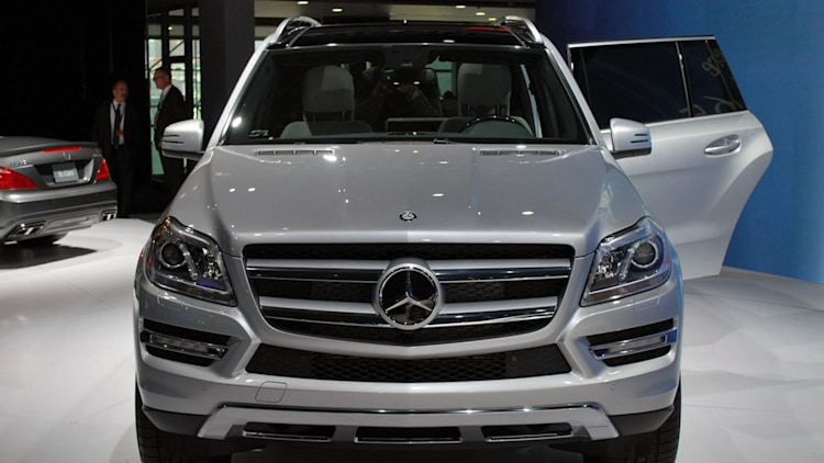 2013 mercedes benz gl class is the s class of suvs autoblog for Mercedes benz gl class luxury suv
