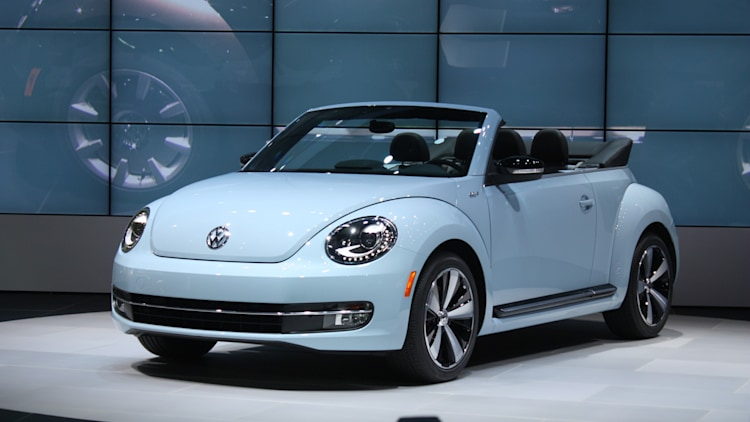 vw beetle convertible debuts priced   autoblog