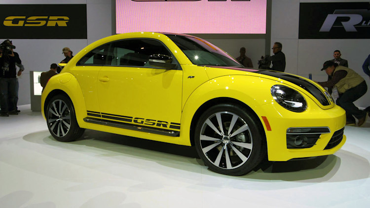 2014 volkswagen beetle gsr is black and yellow black and yellow autoblog. Black Bedroom Furniture Sets. Home Design Ideas