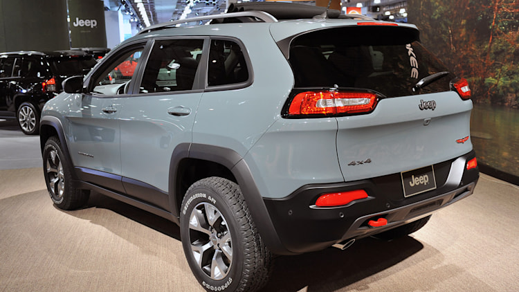 2014 jeep cherokee musters 22 mpg city 31 highway autoblog. Cars Review. Best American Auto & Cars Review