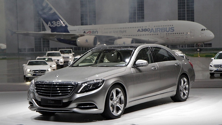 face to giant face with the 2014 mercedes benz s class wvideos - Mercedes Benz 2014 S Class Black