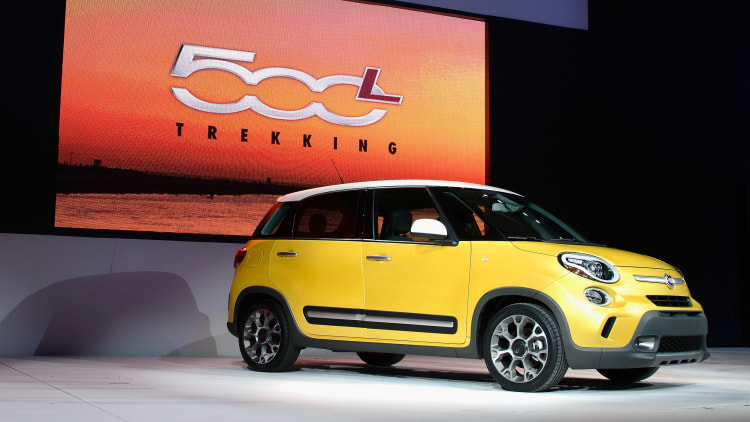 Fiat 500L in yellow