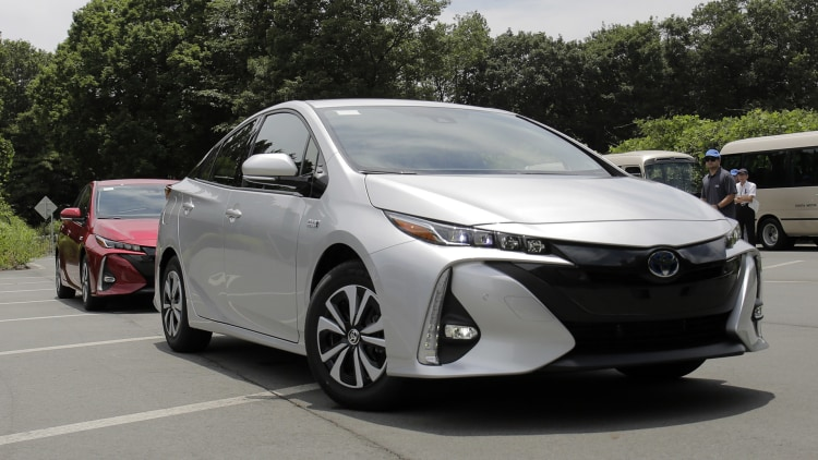 2017 toyota prius prime prototype first drive autoblog. Black Bedroom Furniture Sets. Home Design Ideas