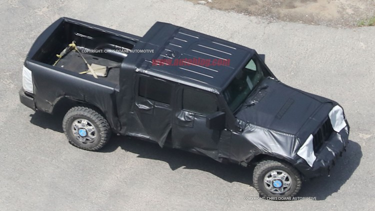 it lives our first glimpse of the jeep wrangler pickup autoblog. Black Bedroom Furniture Sets. Home Design Ideas